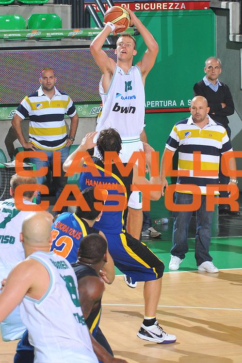 DESCRIZIONE : Treviso Lega A 2010-11 Eurocup Qualifyng Round Benetton Treviso Apoel Nicosia<br /> GIOCATORE : Jakub Wojciechowski <br /> SQUADRA : Benetton Treviso<br /> EVENTO : Campionato Lega A 2010-2011 <br /> GARA : <br /> DATA : 06/10/2010<br /> CATEGORIA : Tiro<br /> SPORT : Pallacanestro <br /> AUTORE : Agenzia Ciamillo-Castoria/M.Gregolin<br /> Galleria : Lega Basket A 2010-2011 <br /> Fotonotizia : Treviso Lega A 2010-11 Eurocup Qualifyng Round Benetton Treviso Apoel Nicosia<br /> Predefinita :