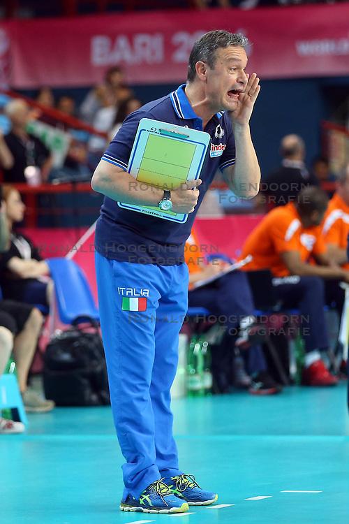 18-06-2016 ITA: World Grand Prix Italie - Nederland, Bari<br /> Nederland wint opnieuw van Italie, het ging moeizaam maar de 3-1 winst was genoeg / Coach Marco Bonitta ITA<br /> <br /> ***NETHERLANDS ONLY***