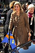 Prinses Maxima is aanwezig bij de  Bijzondere Collecties van de Universiteit van Amsterdam voor de tentoonstelling van 1001 Vrouwen. De prinses zal een postzegelvel van 1001 Vrouwen in ontvangst nemen. PostNL brengt het vel uit ter gelegenheid van de tentoonstelling 1001 Vrouwen en bevat tien postzegels met daarop portretten van opmerkelijke vrouwen uit de Nederlandse geschiedenis. <br /> <br /> Princess Maxima is available in the Special Collections of the University of Amsterdam for the exhibition of 1001 Women. The princess will stamp of 1001 Women receive. TNT brings the sheet on the occasion of the exhibition Women in 1001 and contains ten stamps showing portraits of notable women in Dutch history.<br /> <br /> Op de foto / On the photo:  Aankomst Prinses Maxima / Arrival Princess Maxima