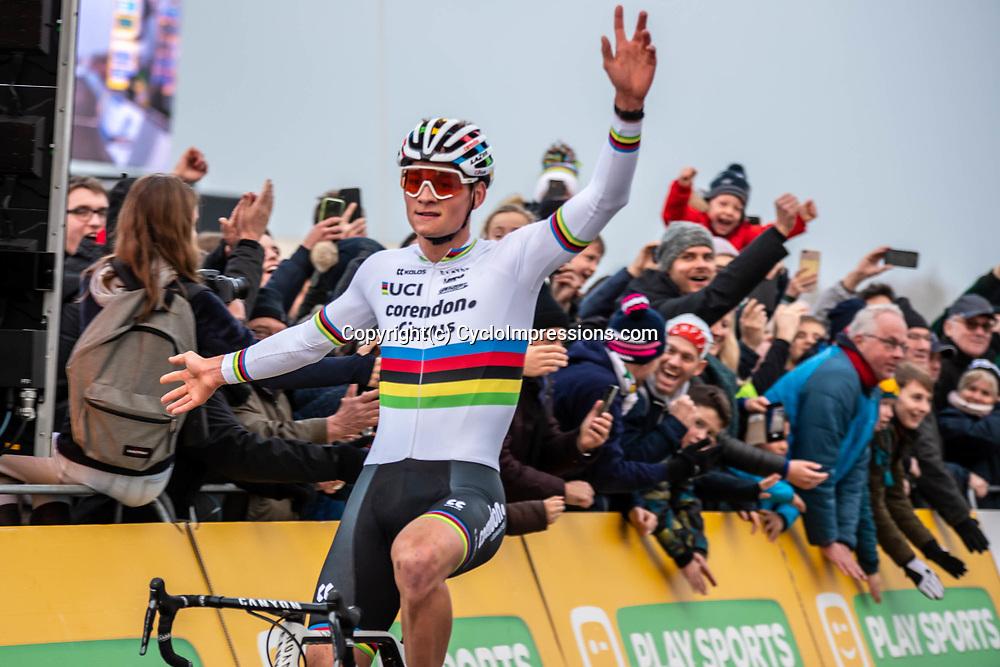 2018-11-24: Cycling: CX Worldcup: Koksijde: Mathieu van der Poel celebrates his victory