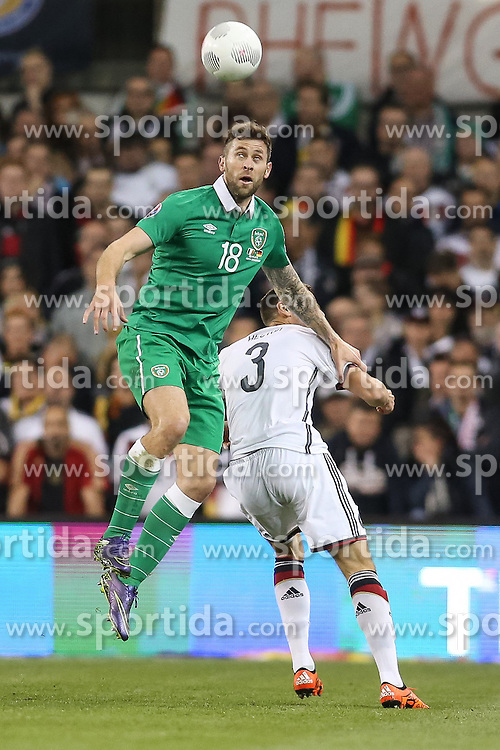 08.10.2015, Avia Stadium, Dublin, IRL, UEFA Euro Qualifikation, Irland vs Deutschland, Gruppe D, im Bild Daryl Murphy (Irland #18) beim Kopfballduell gegen Jonas Hector (1. FC Koeln #3) // during the UEFA EURO 2016 qualifier group D match between Ireland and Germany at the Avia Stadium in Dublin, Ireland on 2015/10/08. EXPA Pictures &copy; 2015, PhotoCredit: EXPA/ Eibner-Pressefoto/ Risto Bozovic<br /> <br /> *****ATTENTION - OUT of GER*****