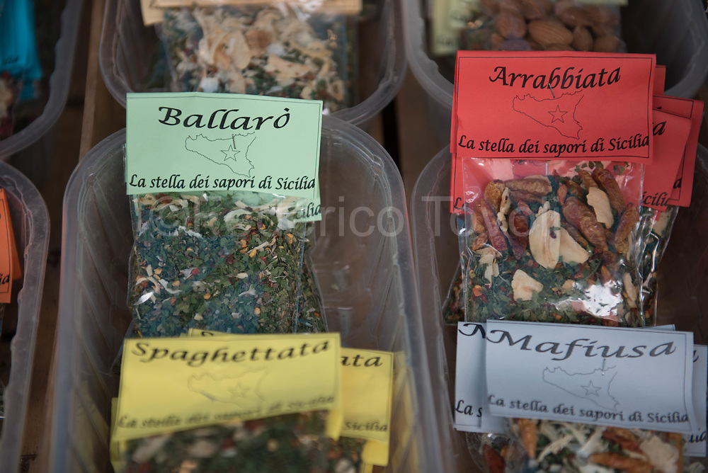 In the Ballarò market, spies mix packed just for tourists