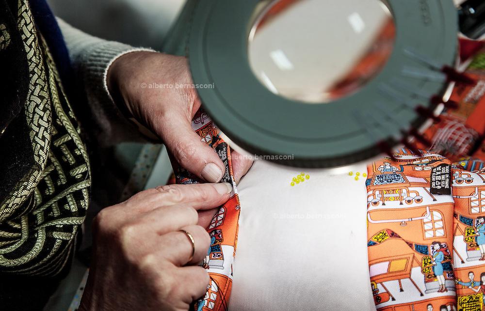 Lyon, Atelier Hermès, sewing the carré edge