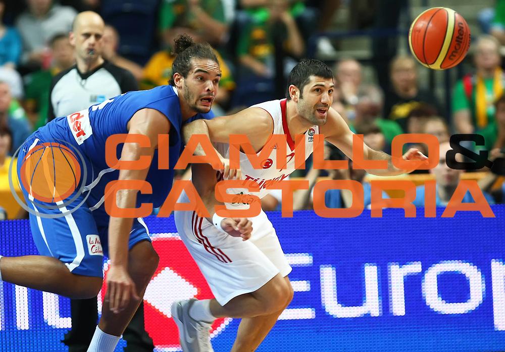 DESCRIZIONE : Vilnius Lithuania Lituania Eurobasket Men 2011 Second Round Turchia Francia Turkey France<br /> GIOCATORE : Joakim Noah Omer Onan<br /> SQUADRA : Francia France Turchia Turkey<br /> EVENTO : Eurobasket Men 2011<br /> GARA : Turchia Francia Turkey France<br /> DATA : 07/09/2011 <br /> CATEGORIA : palleggio<br /> SPORT : Pallacanestro <br /> AUTORE : Agenzia Ciamillo-Castoria/Y.Matthaios<br /> Galleria : Eurobasket Men 2011 <br /> Fotonotizia : Vilnius Lithuania Lituania Eurobasket Men 2011 Second Round Turchia Francia Turkey France<br /> Predefinita :