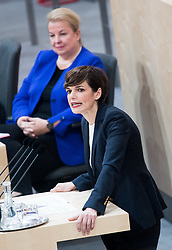 "29.01.2019, Hofburg, Wien, AUT, Parlament, Nationalratssitzung, Sondersitzung des Nationalrates mit einem Dringlichen Antrag der SPÖ zum Thema ""Mangel an Ärztinnen und Ärzten in Österreich"", im Bild SPÖ-Klubobfrau Pamela Rendi-Wagner vor Gesundheits- und Frauenministerin, Ministerin für Arbeit Soziales und Konsumentenschutz Beate Hartinger-Klein (FPÖ) // Party whip of the Austrian Social Democratic Party (SPOe) Pamela Rendi-Wagner in front of Austrian Minister for Health and Women's Affairs Beate Hartinger-Klein during meeting of the National Council of austria due to the topic ""Lack of Medical Doctors in Austria"" at Hofburg palace in Vienna, Austria on 2019/01/29, EXPA Pictures © 2019, PhotoCredit: EXPA/ Michael Gruber"