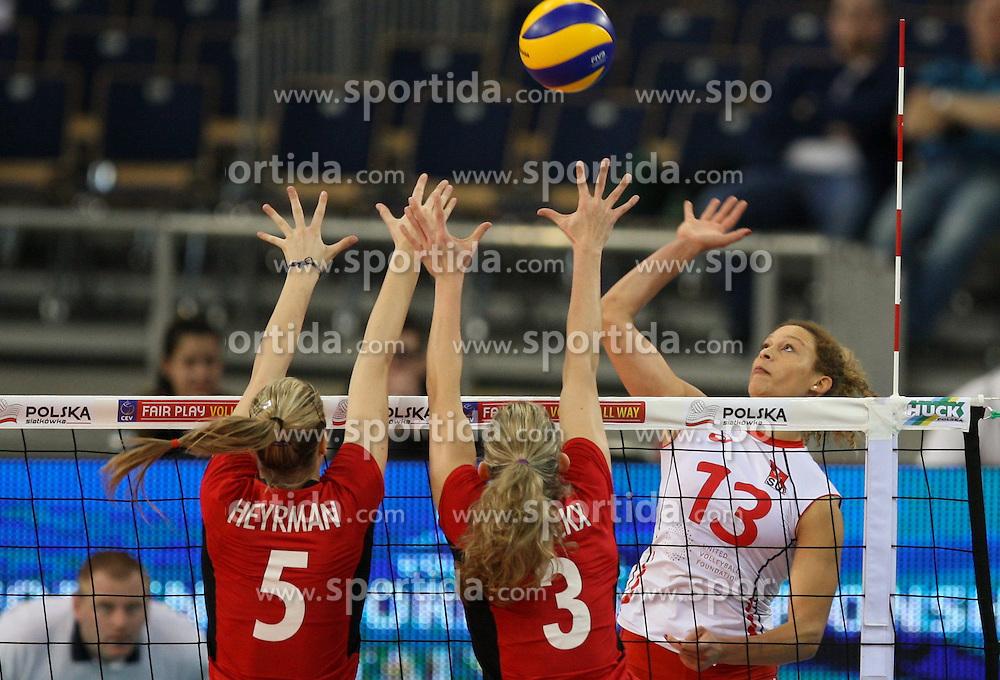 04.01.2014, Atlas Arena, Lotz, POL, FIVB, Damen WM Qualifikation, Belgien vs Schweiz, im Bild Ines GRANVORKA (SUI), Laura HEYRMAN (BEL), Frauke DIRICKX (BEL) // Ines GRANVORKA (SUI), Laura HEYRMAN (BEL), Frauke DIRICKX (BEL) during the ladies FIVB World Championship qualifying match between Belgium and Switzerland at the Atlas Arena in Lotz, Poland on 2014/01/05. EXPA Pictures &copy; 2014, PhotoCredit: EXPA/ Newspix/ Tomasz Jastrzebowski<br /> <br /> *****ATTENTION - for AUT, SLO, CRO, SRB, BIH, MAZ, TUR, SUI, SWE only*****
