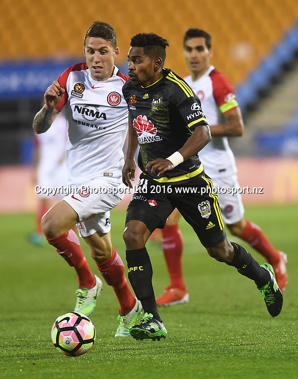 Roy Krishna on the attack.<br /> Wellington Phoenix v Western Sydney Wanderers. A-League Football. Mt Smart Stadium, Auckland, New Zealand. Saturday 17 December 2016 &copy; Copyright image: Andrew Cornaga / www.photosport.nz