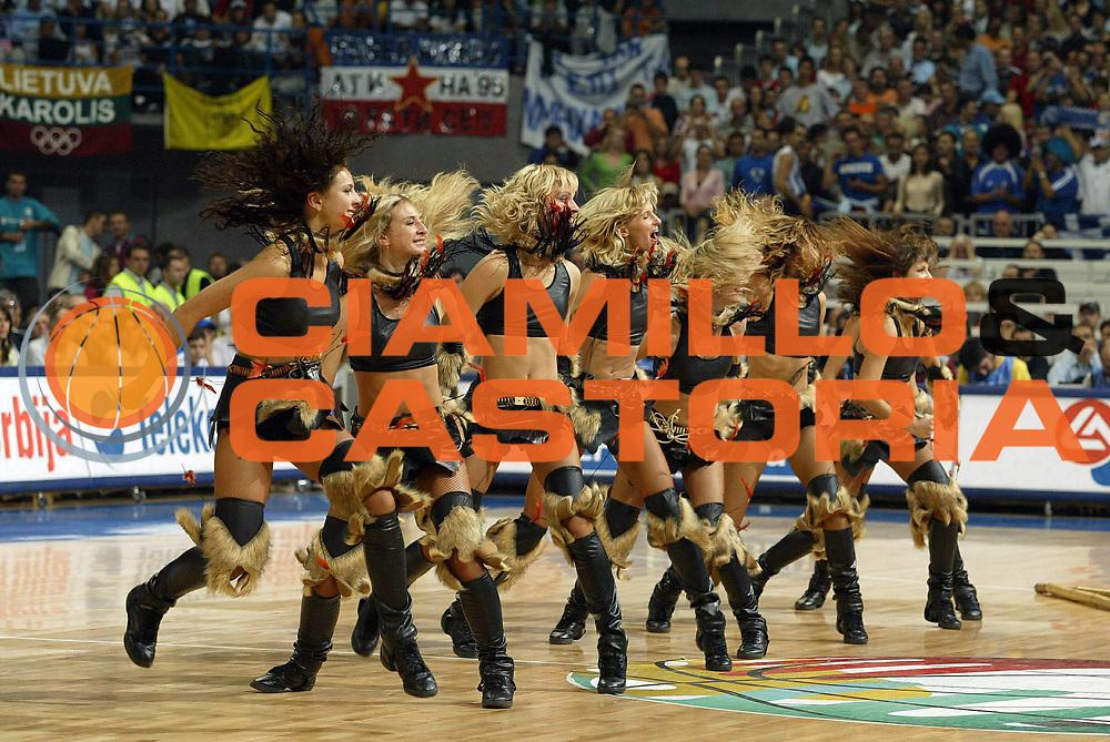 DESCRIZIONE : Belgrado Belgrade Eurobasket Men 2005 Grecia Germania Finale<br /> GIOCATORE : Cheerleaders<br /> SQUADRA : Red Foxes<br /> EVENTO : Eurobasket Men 2005 Campionati Europei Uomini 2005<br /> GARA : Grecia Germania Greece Germany<br /> DATA : 25/09/2005<br /> CATEGORIA :<br /> SPORT : Pallacanestro<br /> AUTORE : Ciamillo&amp;Castoria/Fiba Europe Pool
