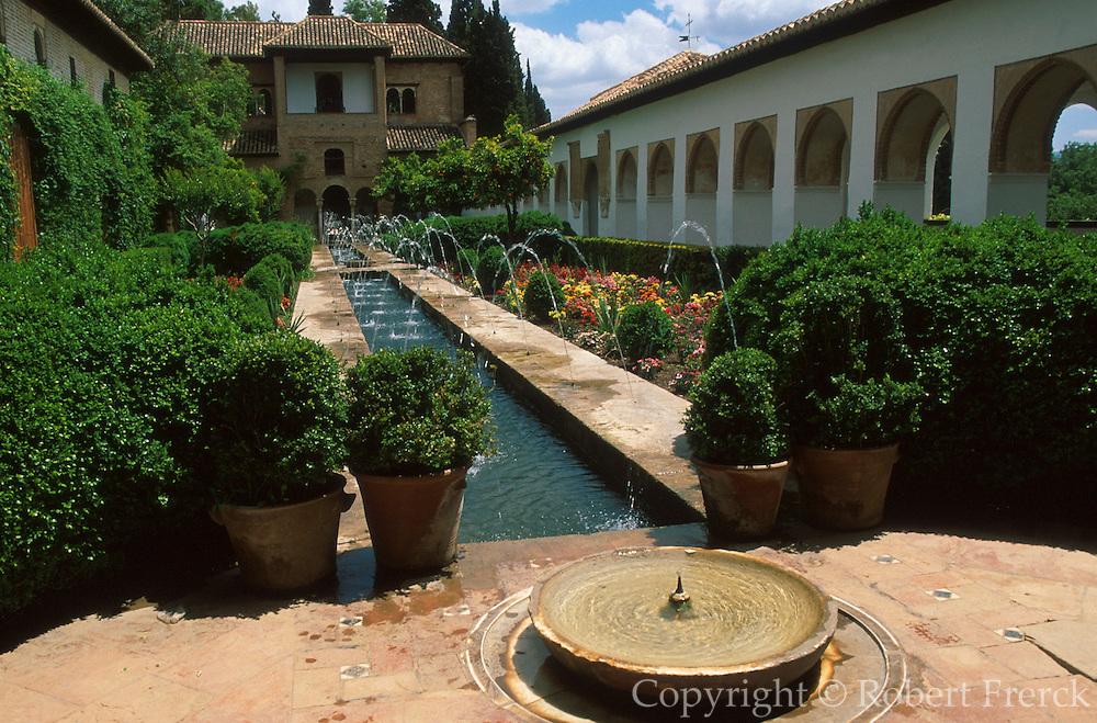 SPAIN, ANDALUSIA, GRANADA Alhambra; gardens in the Generalife