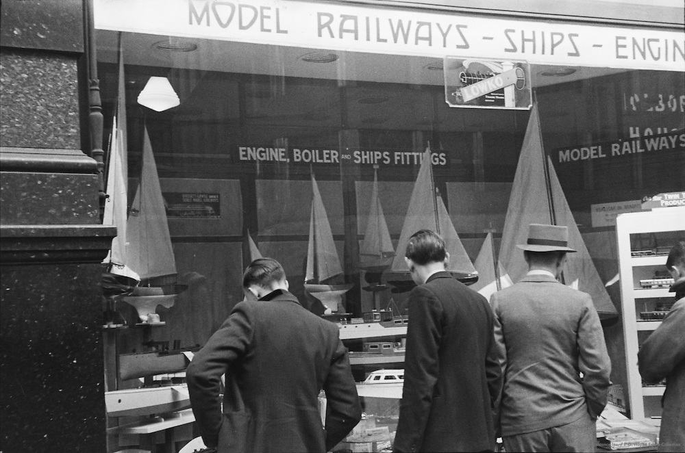 Holborn Railways Sailing Ship Shop, Trafalgar Square, London England, 1938
