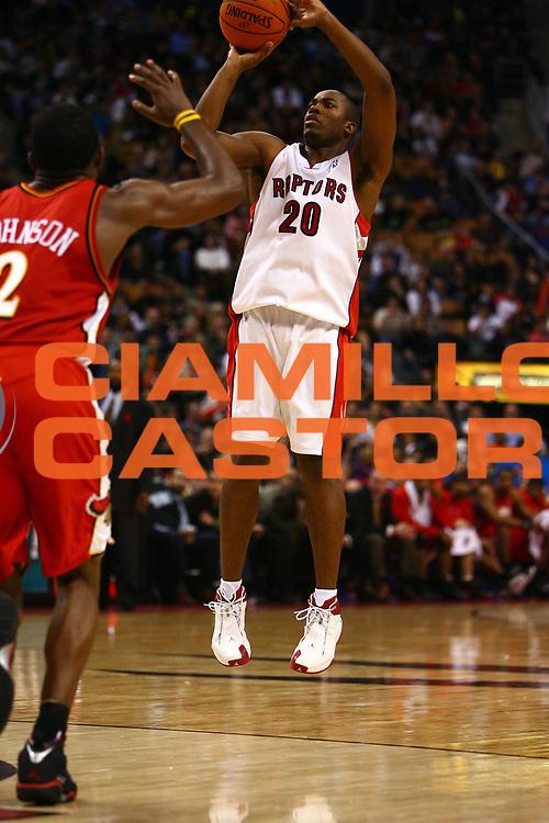 DESCRIZIONE : Toronto Campionato NBA 2006-2007 Toronto Raptors-Atlanta Hawks<br /> GIOCATORE : Jones<br /> SQUADRA : Toronto Raptors <br /> EVENTO : Campionato NBA 2006-2007 <br /> GARA : Toronto Raptors Atlanta Hawks<br /> DATA : 10/11/2006 <br /> CATEGORIA : <br /> SPORT : Pallacanestro <br /> AUTORE : Agenzia Ciamillo-Castoria/E.Castoria<br /> Galleria : NBA 2006-2007 <br /> Fotonotizia : Toronto Campionato NBA 2006-2007 Toronto Raptors-Atlanta Hawks<br /> Predefinita :