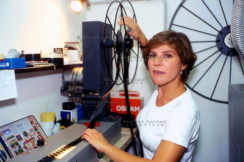 Rome    1999.The projectionist of film in a cinema in Rome..La proizionista di film in un cinema di Roma