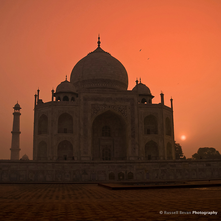 Sunrise at the Taj Mahal in Agra, Uttar Pradesh, India