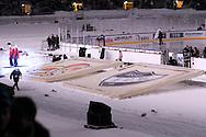 """5.2.2011, Olympiastadion, Helsinki..J??kiekon SM-liiga 2010-11. """"Talviklassikko"""" Jokerit - HIFK..Seurojen tunnuksen lumihangessa..©Juha Tamminen."""