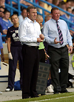 Photo: Olly Greenwood.<br />Gillingham v Swansea City. Coca Cola League 1. 16/09/2006. Swansea manager Kenny Jacket