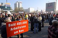 07 NOV 2002, BERLIN/GERMANY:<br /> Demonstraten mit Schildern, Demonstration gegen die Kuerzung der Eigenheimzulage, am Startpunkt Alexanderplatz<br /> IMAGE: 20021107-01-012<br /> KEYWORDS: Demo, Bau, Baugewerbe, Kürzung, Demostrant, demonstrator, Subventionen