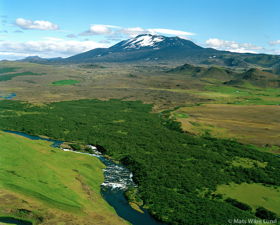 Klapparfoss í Ytri-Rangá séð til norðausturs; Hekla, Rangárþing eystra áður Rangárvallahreppur / Klapparfoss in river Ytri-Ranga viewing northeast towards Hekla, Rangarthing eystra former Rangarvallahreppur.