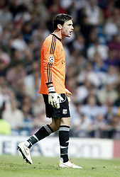18.10.2011, Santiago Bernabeu Stadion, Madrid, ESP, UEFA CL, Gruppe D, Real Madrid (ESP) vs Olympique Lyon (FRA), im Bild Olympique Lyonnnais' Hugo Lloris dejected during UEFA Champions League match // during UEFA Champions League group D match between Real Madrid (ESP) and Olympique Lyon (FRA) at City of Santiago Bernabeu Stadium, Madrid, Spain on 18/10/2011. EXPA Pictures © 2011, PhotoCredit: EXPA/ Alterphoto/ Alvaro Hernandez +++++ ATTENTION - OUT OF SPAIN/(ESP) +++++