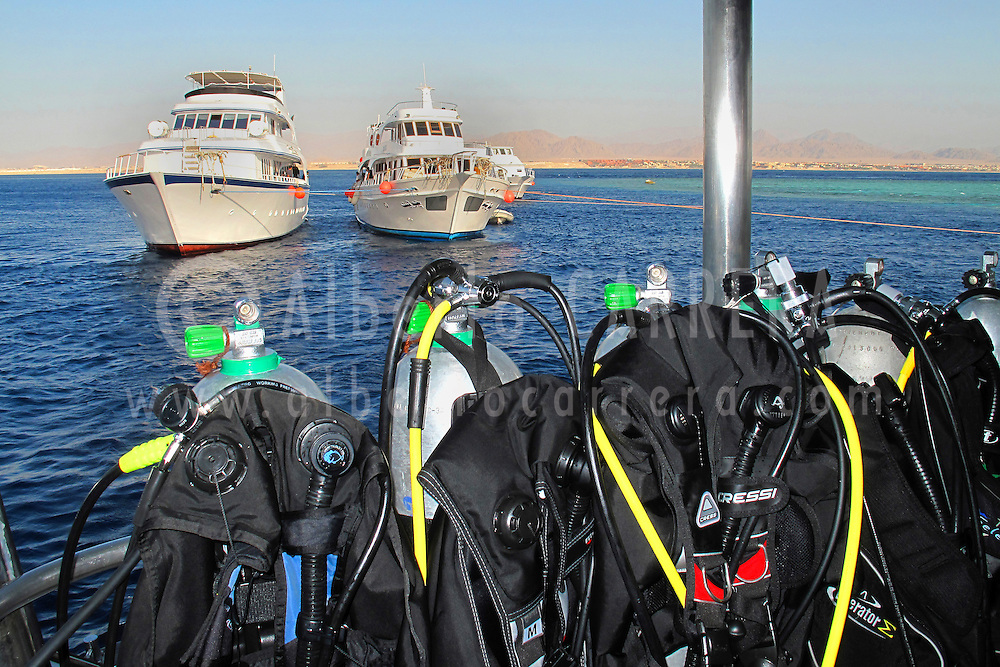 Alberto Carrera, Scuba diver ships and scuba tanks, Red Sea, Egypt