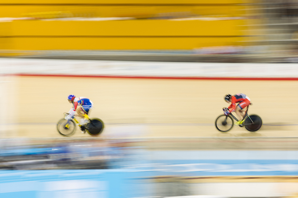 Hersony Canelon Vera of Venezuela leads Matt Baranoski (L) of the United States in their men's cycling sprint quarterfinals at the 2015 Pan American Games in Toronto, Canada, July 17,  2015.  AFP PHOTO/GEOFF ROBINS