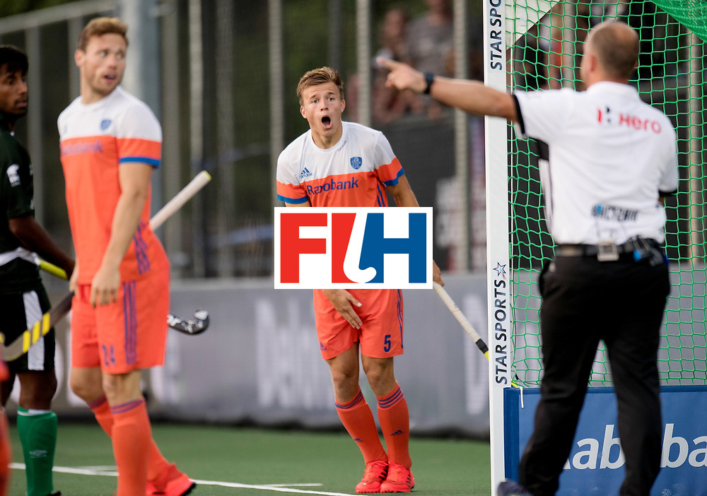 BREDA - Rabobank Hockey Champions Trophy<br /> The Netherlands - Pakistan<br /> Photo: Thijs van Dam.<br /> COPYRIGHT WORLDSPORTPICS FRANK UIJLENBROEK