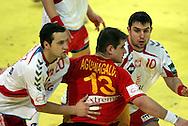 GEPA-24011079145 - INNSBRUCK,AUSTRIA,24.JAN.10 - SPORT DIVERS, HANDBALL - EHF Europameisterschaft, EURO 2010, Laenderspiel, Polen vs Spanien. Bild zeigt Mariusz Jurkiewicz (POL), Julen Aguinagalde (ESP) und Daniel Zoltak (POL). Foto: GEPA pictures/ Amir Beganovic.FOT. GEPA / WROFOTO.*** POLAND ONLY !!! ***