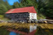 Boathouse captured with moving zoom   Naust fotografert mens jeg zoomet objektivet.