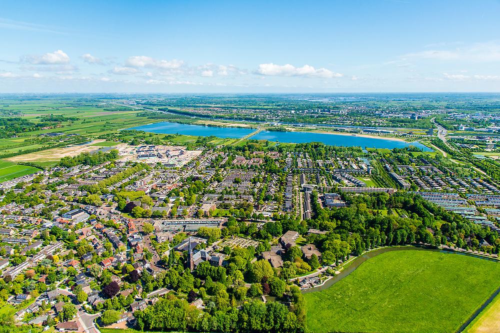 Nederland, Utrecht, Leidsche Rijn, 13-05-2019; stadsdeel Leidsche Rijn met het oorspronkelijke dorp Vleuten. Zicht op de Haarrijnse Plas.<br /> The new residential area Leidsche Rijn, village  Vleuten.<br /> <br /> luchtfoto (toeslag op standard tarieven);<br /> aerial photo (additional fee required);<br /> copyright foto/photo Siebe Swart