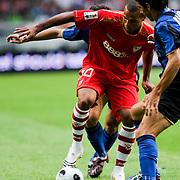 NLD/Amsterdam/20080808 - LG Tournament 2008 Amsterdam, FC Internazionale v Sevilla FC, Luis Fabiano Clemente in duel met Bolzoni