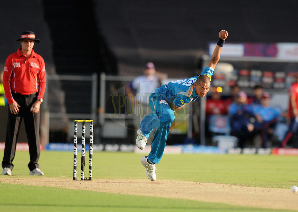 Alfonso Thomas of Pune Warriors India bowls  during match 31 of the Indian Premier League ( IPL) 2012  between The Pune Warriors India and the Delhi Daredevils held at the Subrata Roy Sahara Stadium, Pune on the 24th April 2012..Photo by Pal Pillai/IPL/SPORTZPICS