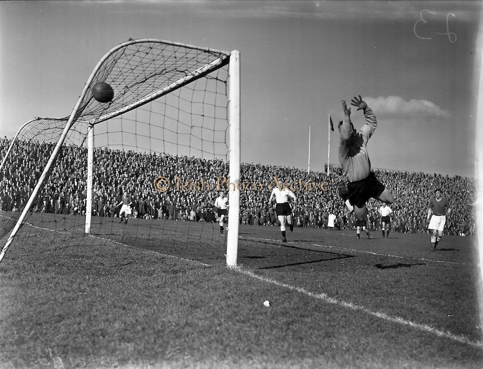 30/03/1958<br /> 03/30/1958<br /> 30 March 1958<br /> F.A.I. Cup Semi-Final: Dundalk v Shelbourne at Dalymount Park, Dublin.