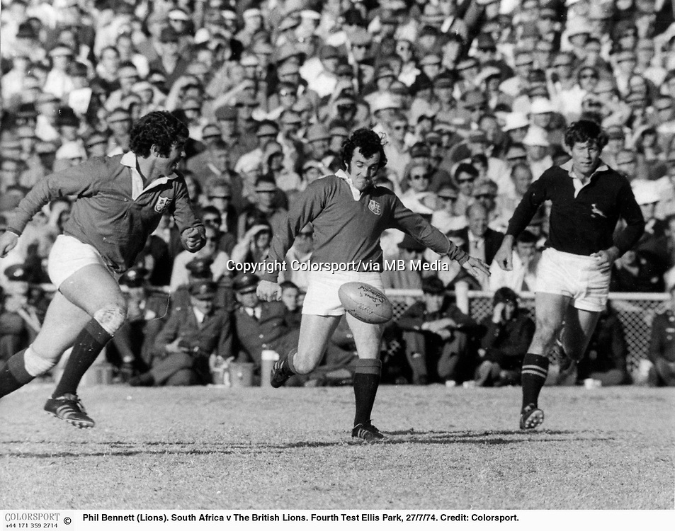 Phil Bennett (Lions). South Africa v The British Lions. Fourth Test Ellis Park, 27/7/74. Credit: Colorsport.