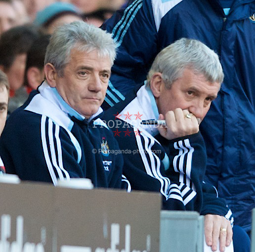 LIVERPOOL, ENGLAND - Saturday, March 8, 2008: Newcastle United's manager Kevin Keegan and assistant manager Terry McDermott during the Premiership match at Anfield. (Photo by David Rawcliffe/Propaganda)