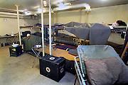 Nederland,Olst, 20-9-2007<br /> Hospitaalbunker als onderdeel van de IJssellinie. Doel van het verdedigingswerk was bij een russische aanval het gebied tussen kampen en Nijmegen onder water te zetten,innunderen, om tijdwinst te boeken. Hiervoor waren op verschillende plaatsen inlaten gemaakt. Deze waren in de dijk gebouwd en konden geopend worden om het land binnendijks onder water te zetten. Kanonnen moesten deze inlaatplaatsen beschermen. Vrijwilligers hebben voor behoud van diverse objecten gezorgd.<br /> Foto: Flip Franssen/Hollandse Hoogte