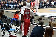 DESCRIZIONE : Milano Lega A 2015-16 Olimpia EA7 Emporio Armani Milano Giorgio Tesi Group Pistoia<br /> GIOCATORE : Oliver Lafayette<br /> CATEGORIA : Fair play curiosita<br /> SQUADRA : Olimpia EA7 Emporio Armani Milano<br /> EVENTO : Campionato Lega A 2015-2016<br /> GARA : Olimpia EA7 Emporio Armani Milano Giorgio Tesi Group Pistoia<br /> DATA : 01/11/2015<br /> SPORT : Pallacanestro <br /> AUTORE : Agenzia Ciamillo-Castoria/I.Mancini<br /> Galleria : Lega Basket A 2015-2016 <br /> Fotonotizia : Milano  Lega A 2015-16 Olimpia EA7 Emporio Armani Milano Giorgio Tesi Group Pistoia<br /> Predefinita :