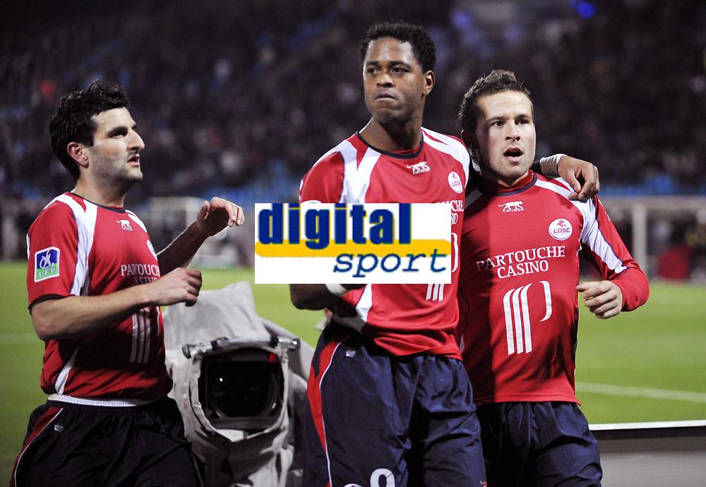 Fotball<br /> Frankrike<br /> Foto: DPPI/Digitalsport<br /> NORWAY ONLY<br /> <br /> FOOTBALL - FRENCH CHAMPIONSHIP 2007/2008 - L1 - LILLE OSC v STADE RENNAIS - 16/02/2008 - JOY PIERRE ALAIN FRAU / PATRICK KLUIVERT / YOHAN CABAYE (LIL)<br /> <br /> Rennes