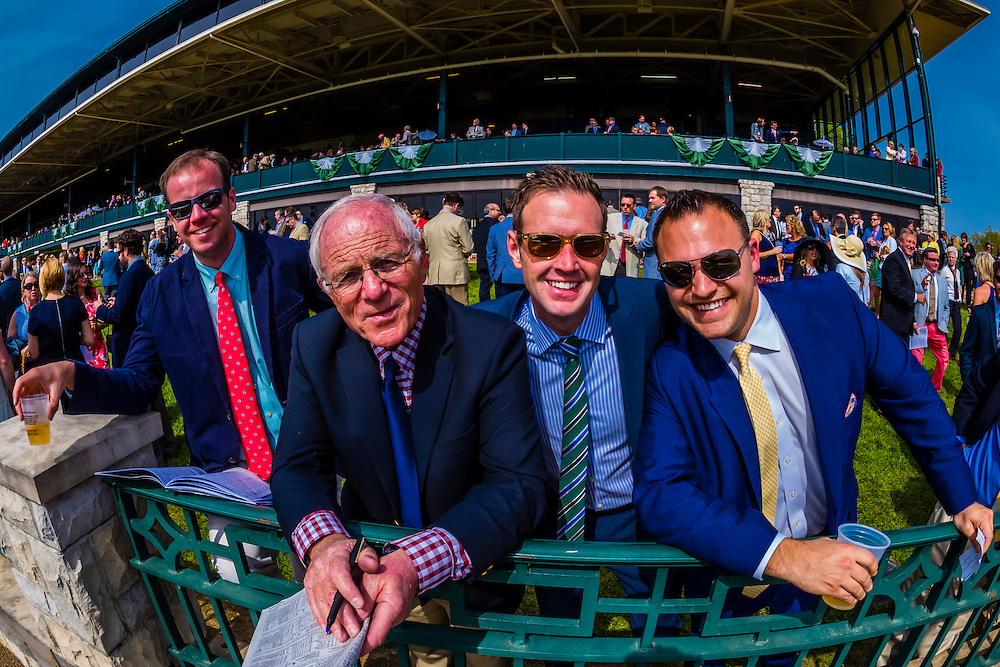 Spectators, Keeneland Racecourse, Lexington, Kentucky USA.