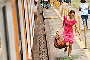 Aimores_MG, Brasil. ..Trem de passageiros da Estrada de Ferro Vitoria-Minas...The passenger train of the Railroad Vitoria-Minas...Foto: MARCUS DESIMONI / NITRO..Foto: MARCUS DESIMONI / AGENCIA NITRO