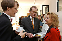 28 AUG 2003, BERLIN/GERMANY:<br /> Karl Lauterbach (L), Gesundheitsoekonom, Prof. Bert Rurup (M), Vorsitzender der Kommission fuer die Nachhaltigkeit in der Finanzierung der sozialen Sicherungssysteme, und Ursula Engelen-Kefer (R), Stellv. Vorsitzende DGB, diskutieren am Buffet weiter, nach der Uebergabe des Berichts der sog. Ruerup-Kommission, Bundesministerium fuer Gesundheit und soziale Sicherung<br /> IMAGE: 20030828-01-044<br /> KEYWORDS: Übergabe, Gespräch, Gespraech
