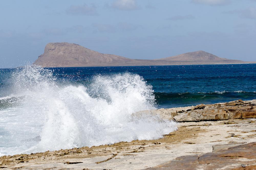 Landscape on the sea in the city of Murdeira with the mountain in the Lion at the bottom. Paysage sur la mer à la ville de Murdeira avec la montagne au Lion dans le fond.