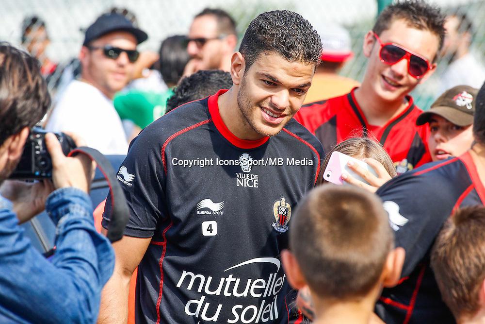Hatem Ben Arfa / supporters Nice - 29.06.2015 - Reprise Entrainement de Nice - 2015/2016<br />Photo : Serge Haouzi / Icon Sport