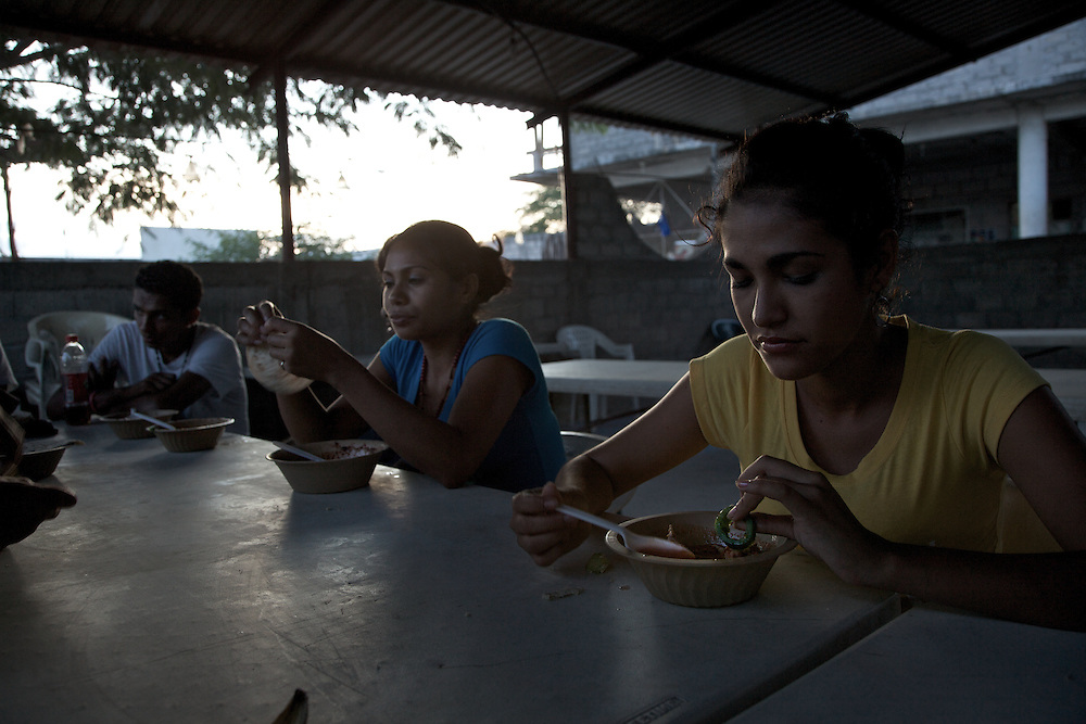 Dinner is a way to exchange impressions about the trip, although among the majority of the migrants there is always a thin layer of tension because they know they cannot trust anyone. Ixtepec-Oxaca-Mexico,2011