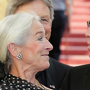 NLD/Amsterdam/201200704 - Inloop Koninging Beatrix bij afscheid Hans van Manen, Hans en Alexandra Radius en partner Han Ebelaar