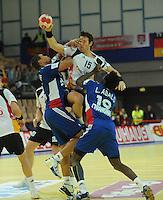 Handball EM Herren 2010 Hauptrunde Deutschland - Frankreich 24.01.2010 Daniel Narcisse (links) und Luc Abalo (rechts beide FRA) gegen Torsten Jansen (GER Mitte)