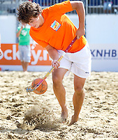SCHEVENINGEN - STIJN JOLIE. Beachhockey in The Hague Beach Stadion. Foto Koen Suyk