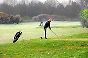 Nederland, Groesbeek, 20-4-2008..Een vrouw aan slag op het golfterrein van de golfclub Rijk van Nijmegen...Foto: Flip Franssen/Hollandse Hoogte