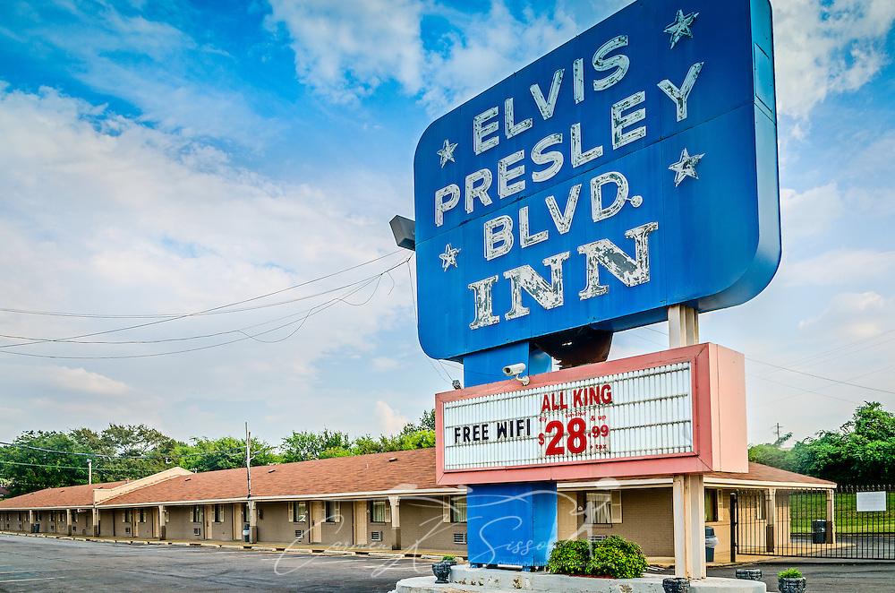 The Elvis Presley Blvd. Inn is pictured on Elvis Presley Boulevard, Sept. 3, 2015, in Memphis, Tennessee. (Photo by Carmen K. Sisson/Cloudybright)
