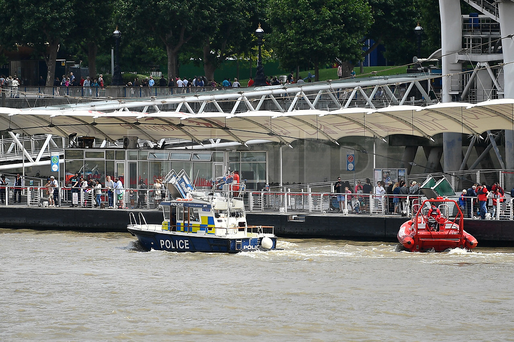 © Licensed to London News Pictures. 25/06/2017. The London Eye and Westminster pier are evacuated after a member of the public reported seeing an exploded WWII bomb in the river. London, UK. Photo credit: Ben Cawthra/LNP