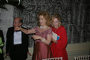 Lady Wolfson of Marylebone and Dame Jillian Sackler. Royal Academy Annual dinner to celebrate the opening of the Summer exhibition. Royal Academy. Piccadilly. London. 1 June 2005.  ONE TIME USE ONLY - DO NOT ARCHIVE  © Copyright Photograph by Dafydd Jones 66 Stockwell Park Rd. London SW9 0DA Tel 020 7733 0108 www.dafjones.com