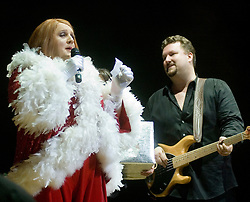 Xmas Charity Concert Sheffield City Hall in Aid of Weston Park  Cancer Hospital & Cavendish Cancer Charity Elliot Kennedy and Geraldine McQueen (Peter Kay)....17 December 2008  © Paul David Drabble..www.pauldaviddrabble.co.uk